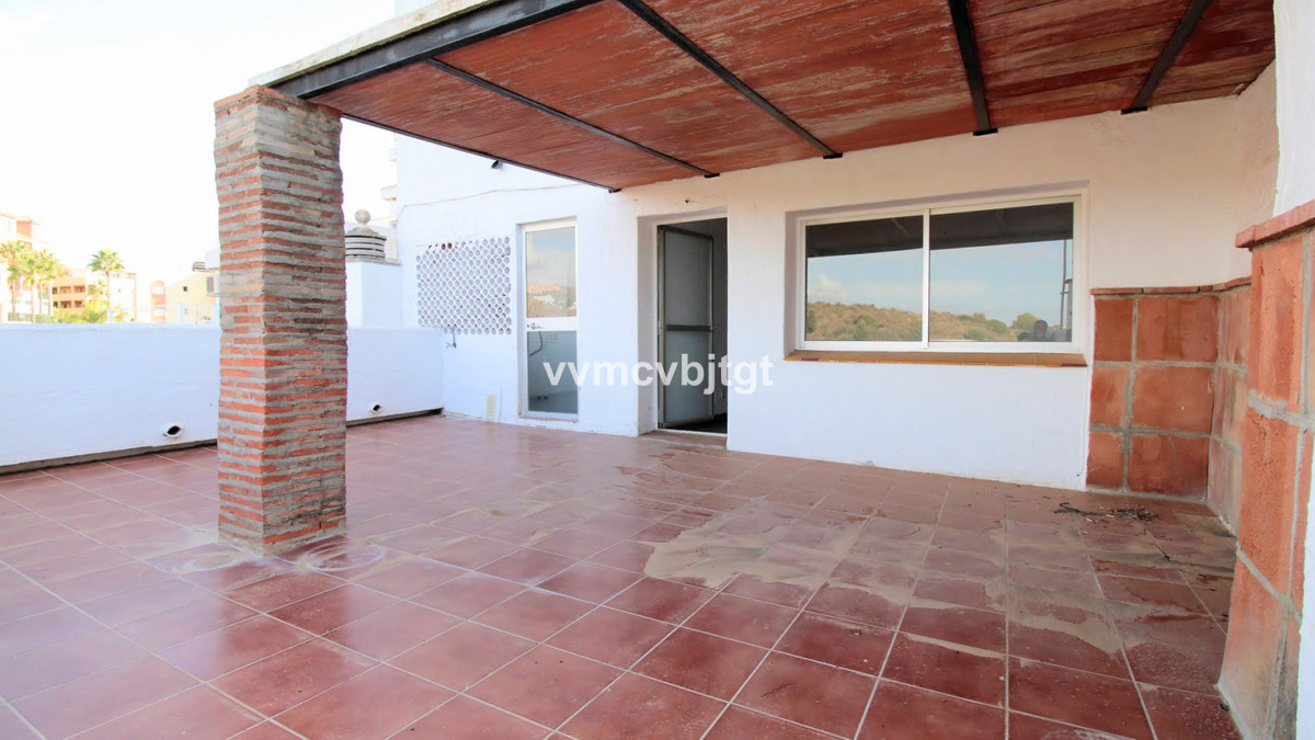 Andalusian style totally. Located about 300 meters from the shopping centers and something else from,Spain