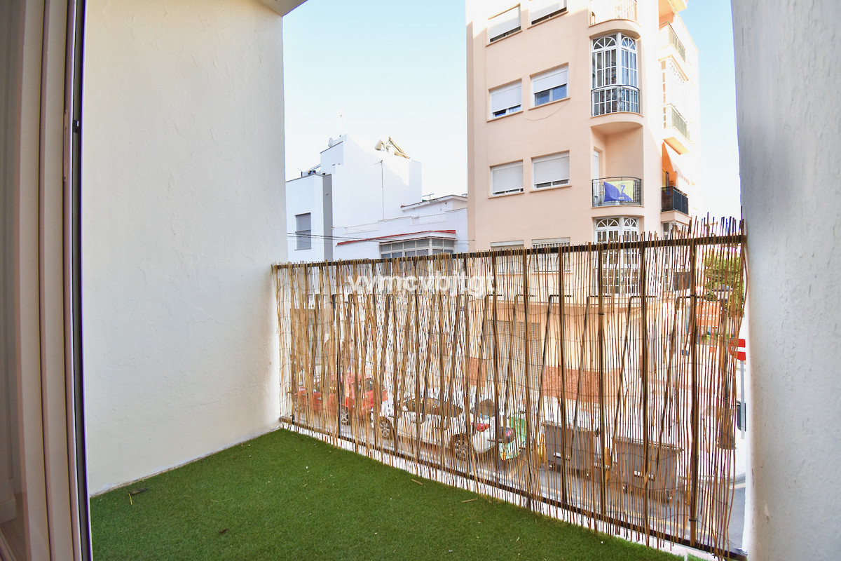 APARTMENT AT THE BEST PRICE TO INVEST      This property has 72 m2, terrace, 3 bedrooms, 1 bathroom,,Spain