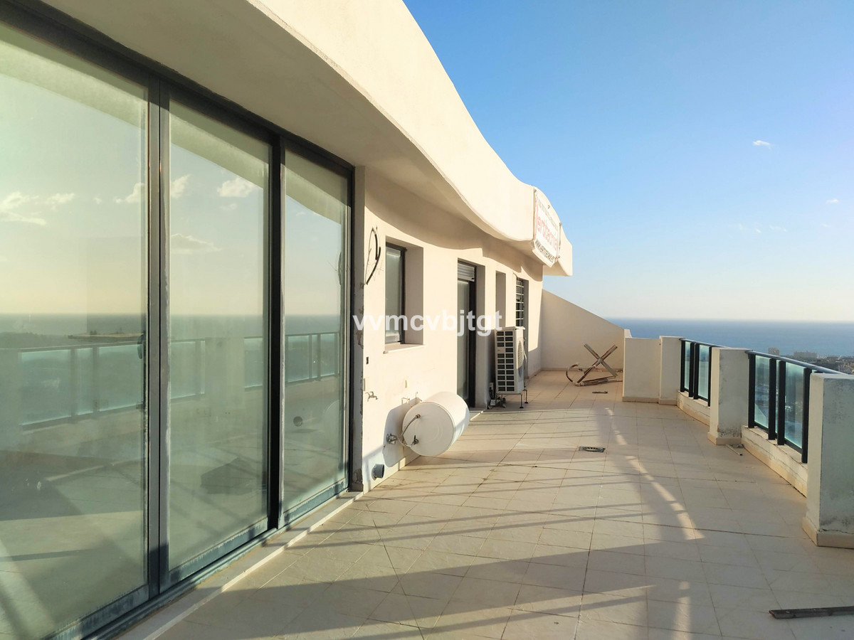 Penthouse with stunning views in the upper area of Riviera del Sol. Less than 3 minutes by car from ,Spain