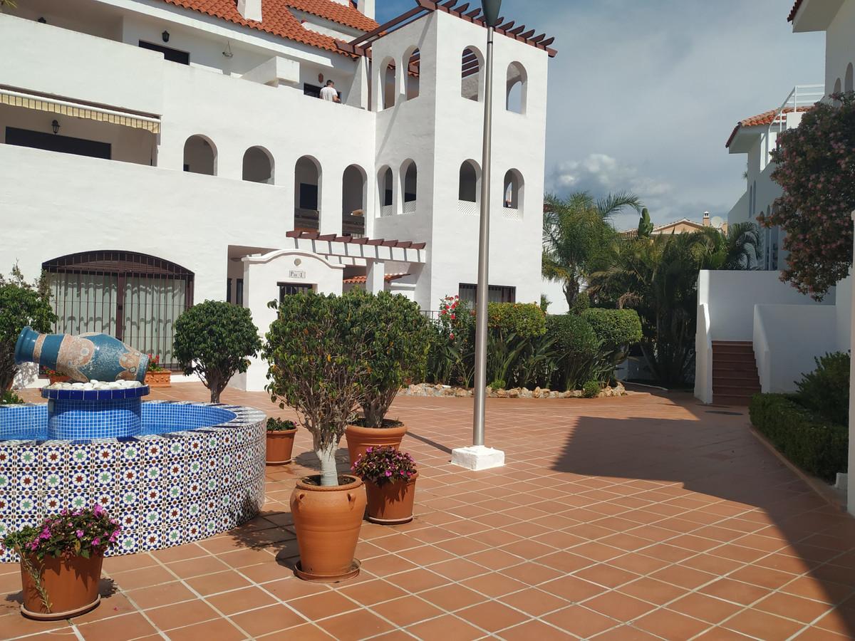 Middle Floor Apartment, Marbella, Costa del Sol. 2 Bedrooms, 2 Bathrooms, Built 126 m².  Setting : TSpain