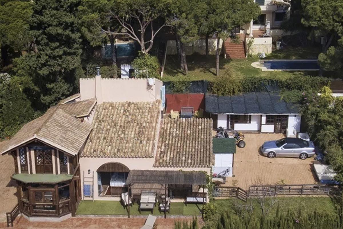 House in Artola R3854962 1