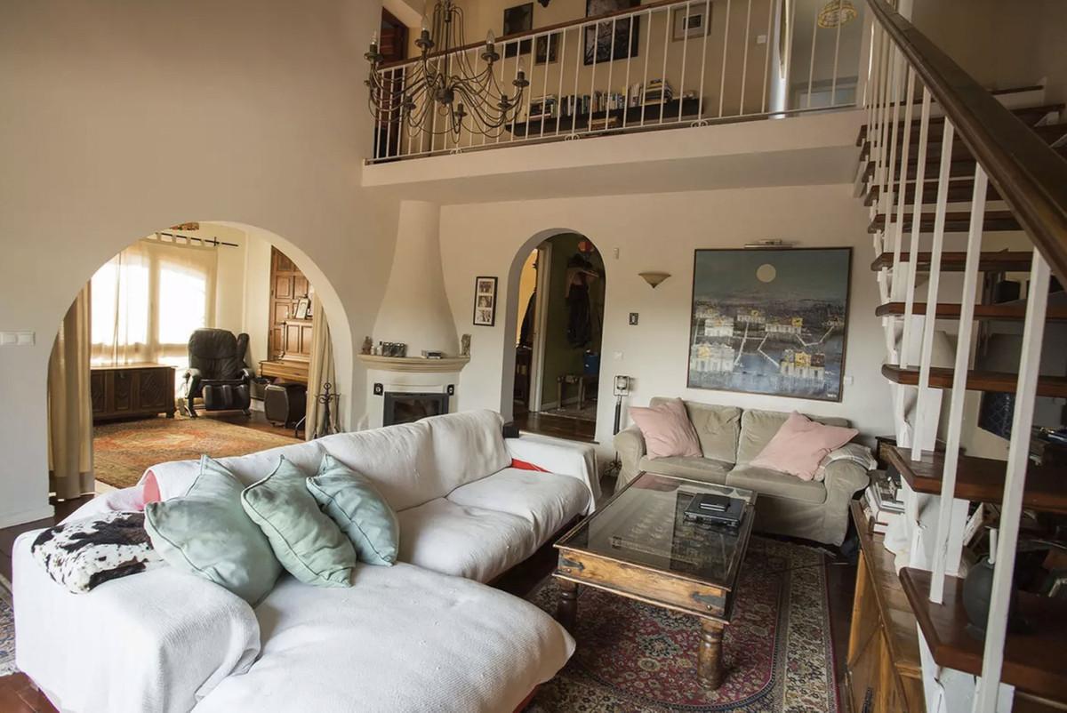 House in Artola R3854962 10