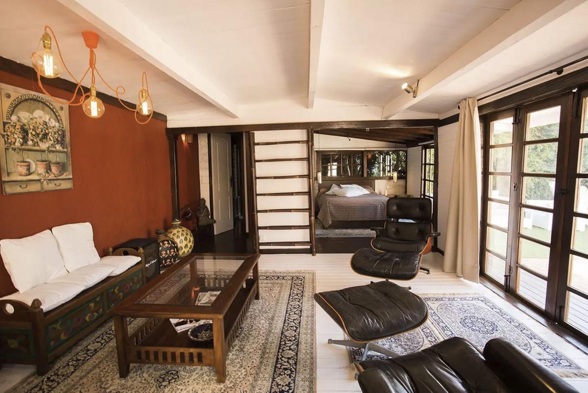 House in Artola R3854962 14