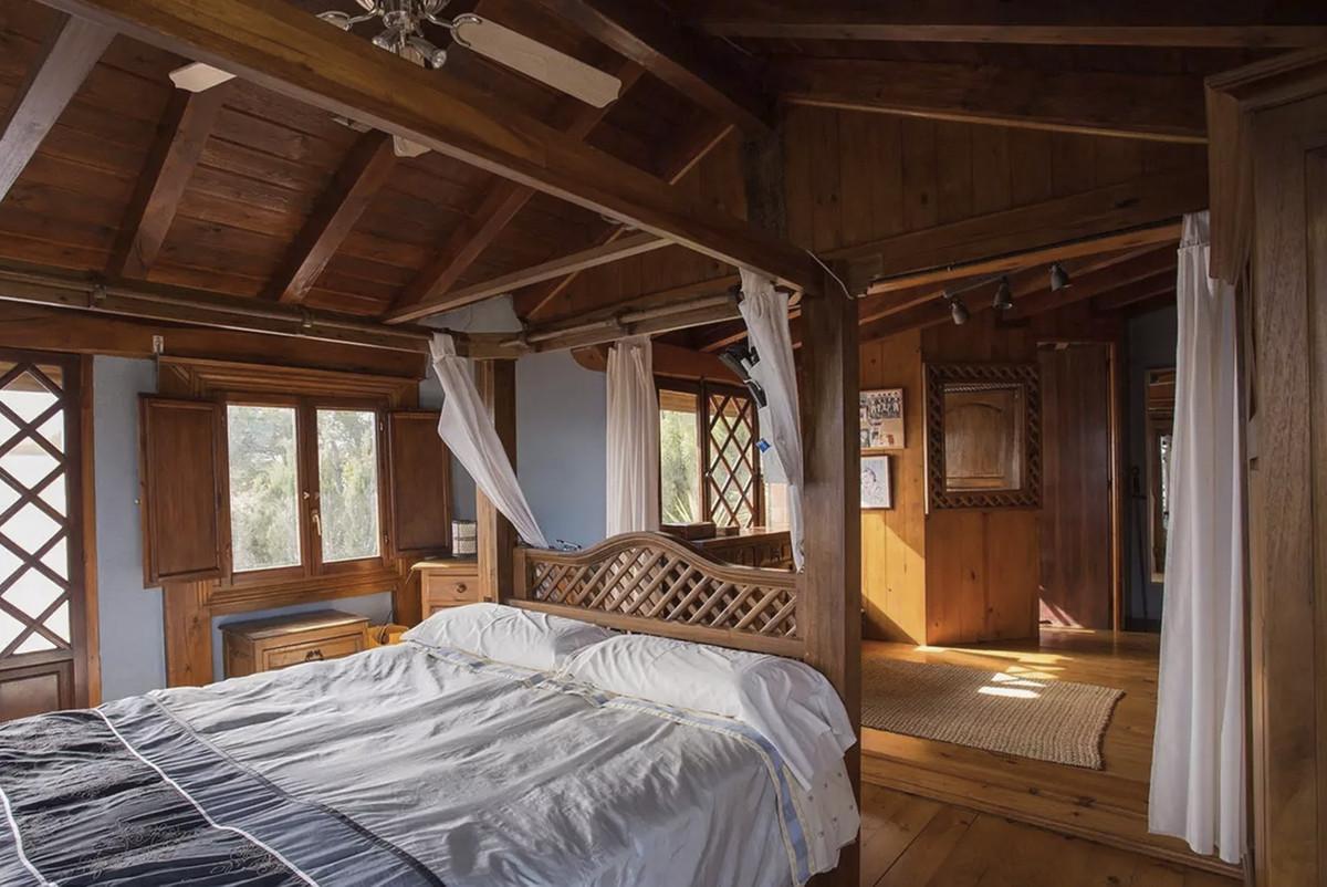 House in Artola R3854962 16