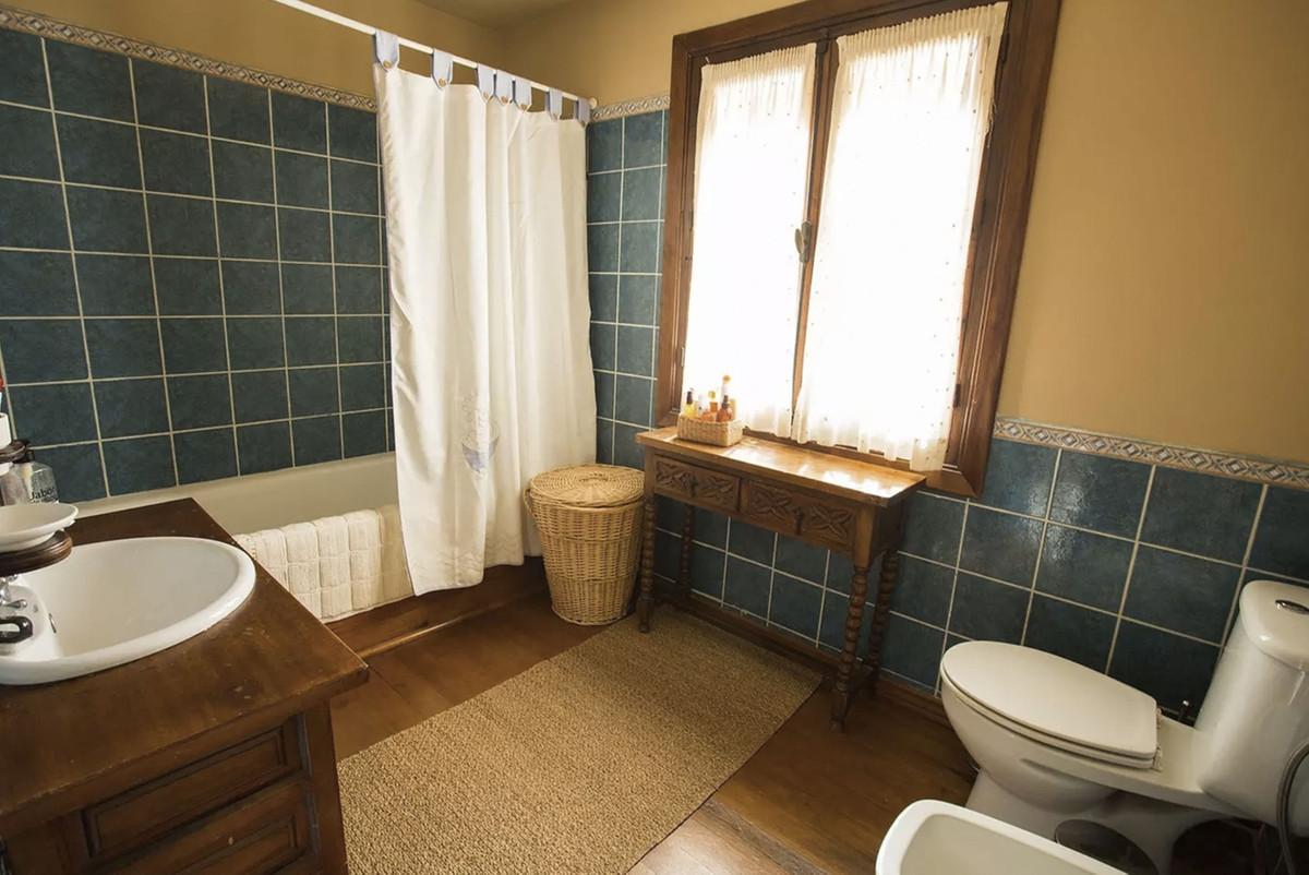 House in Artola R3854962 17