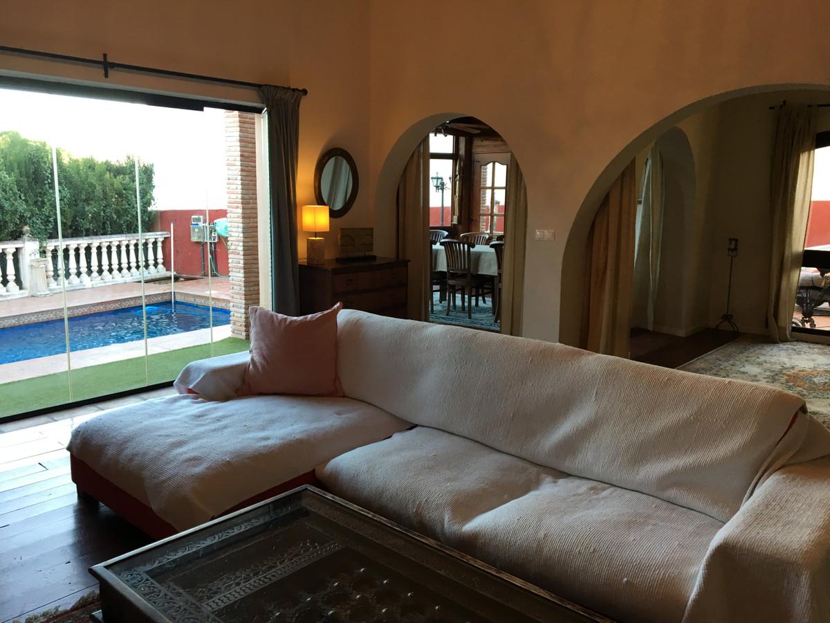 House in Artola R3854962 8
