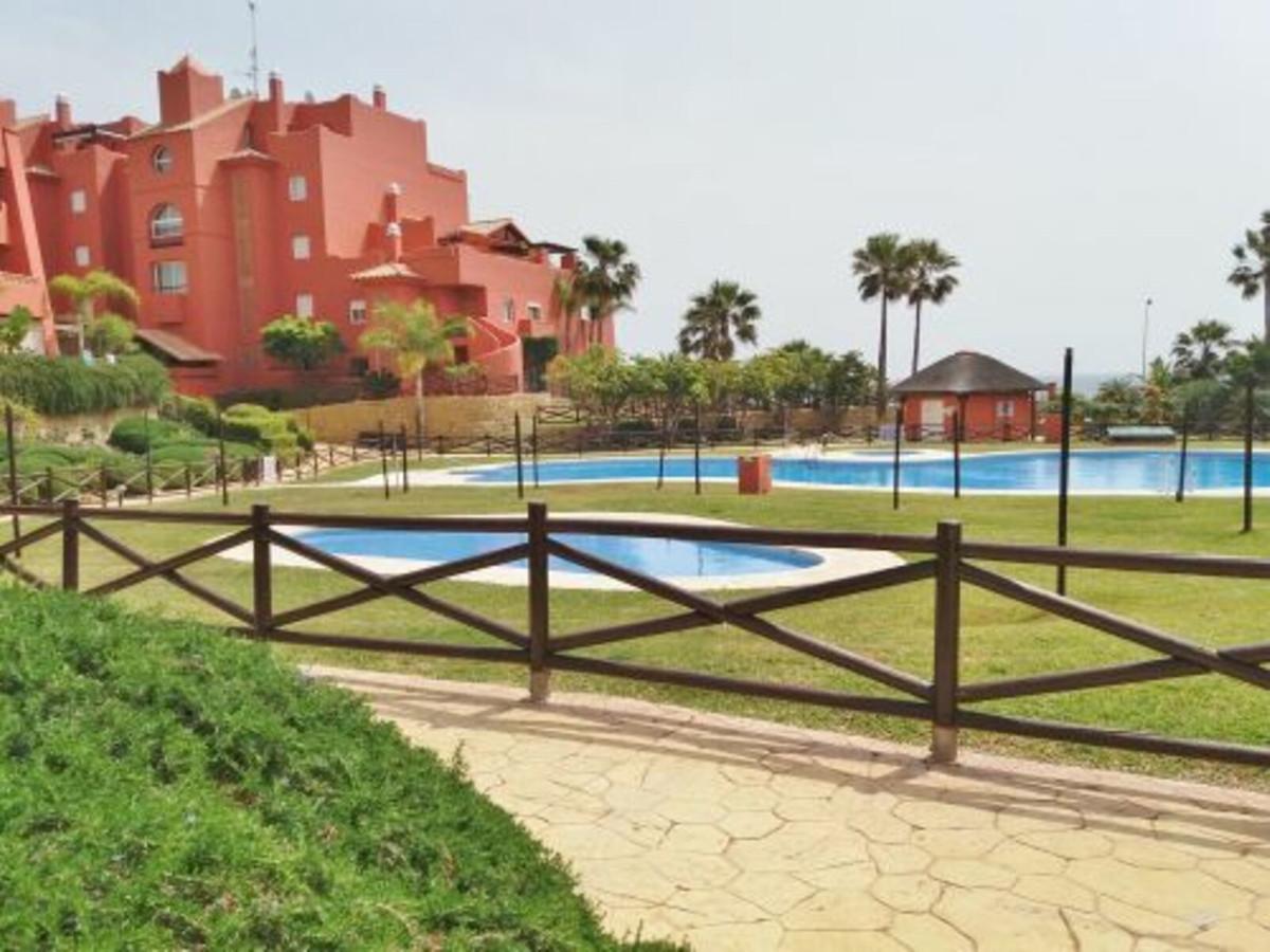En Torrox- Costa a escasos metros de playa se encuentra este precioso piso con terraza y vistas de e,Spain