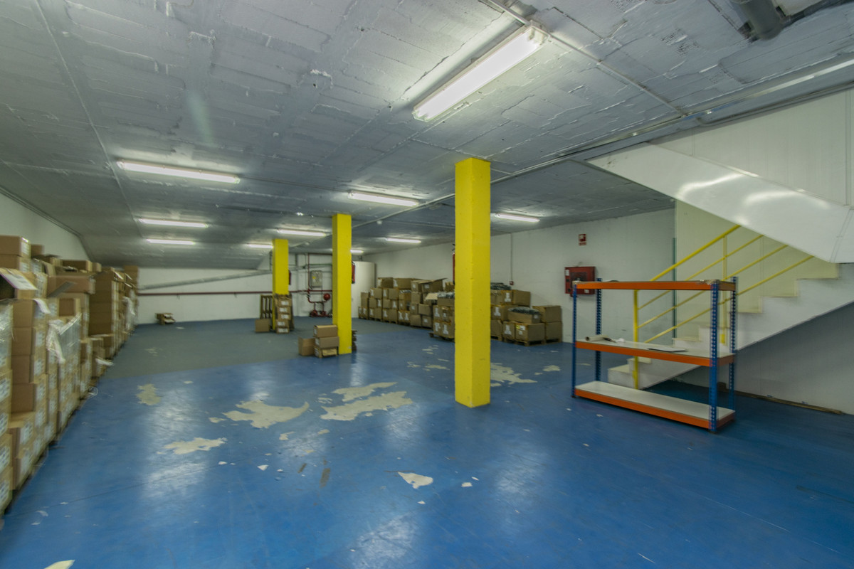 Large warehouse located in the industrial area of San Pedro de Alcantara. It has a total area of 489,Spain