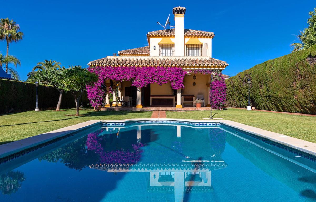 Detached Villa for sale in Marbella R3570202