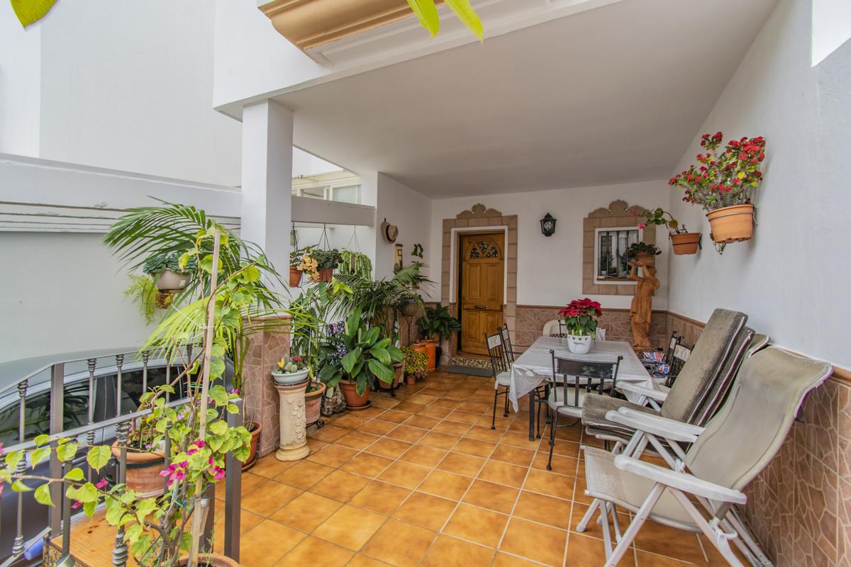 6 bedroom townhouse for sale san pedro de alcantara