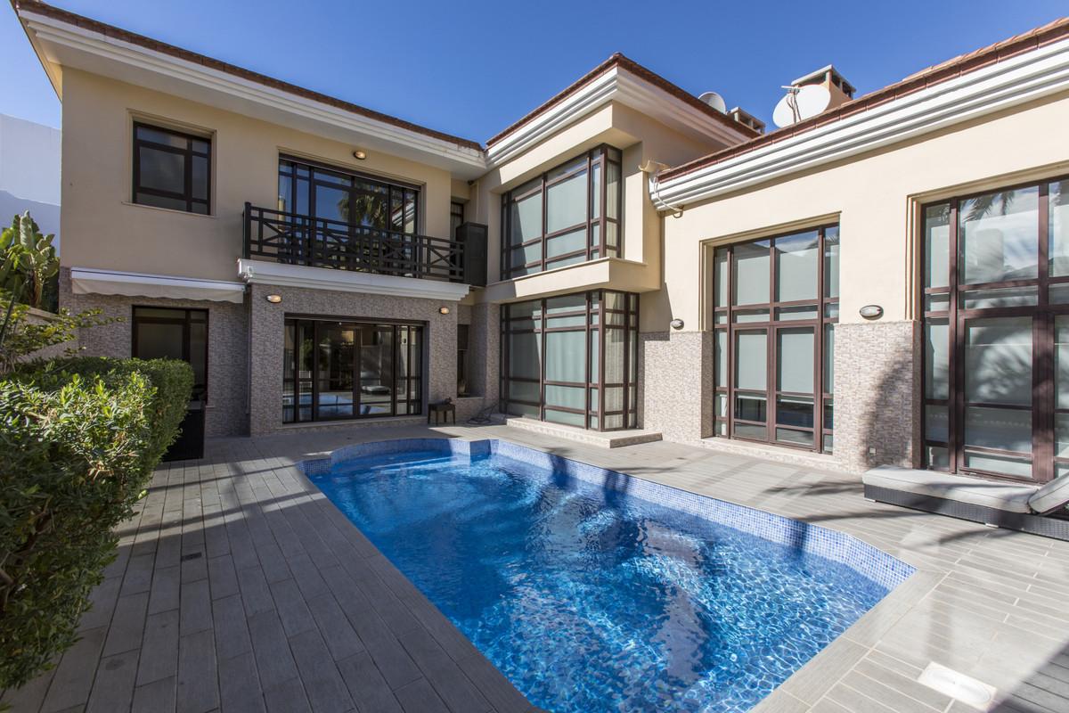 Villa  Pareada en venta   en Puerto Banús