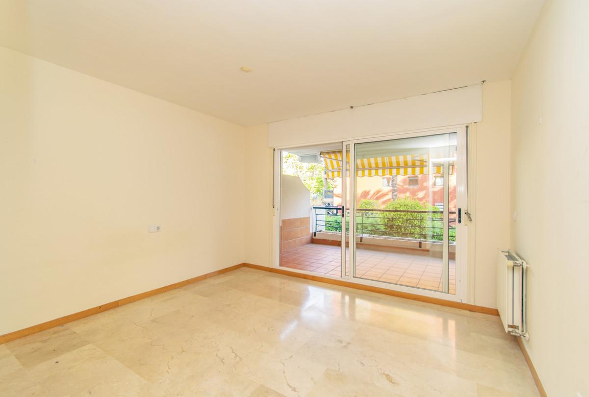 Middle Floor Apartment in Guadalmina Alta