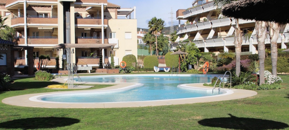 Amazing duplex apartment for sale in a popular complex close to Miraflores Golf. The apartment consiSpain