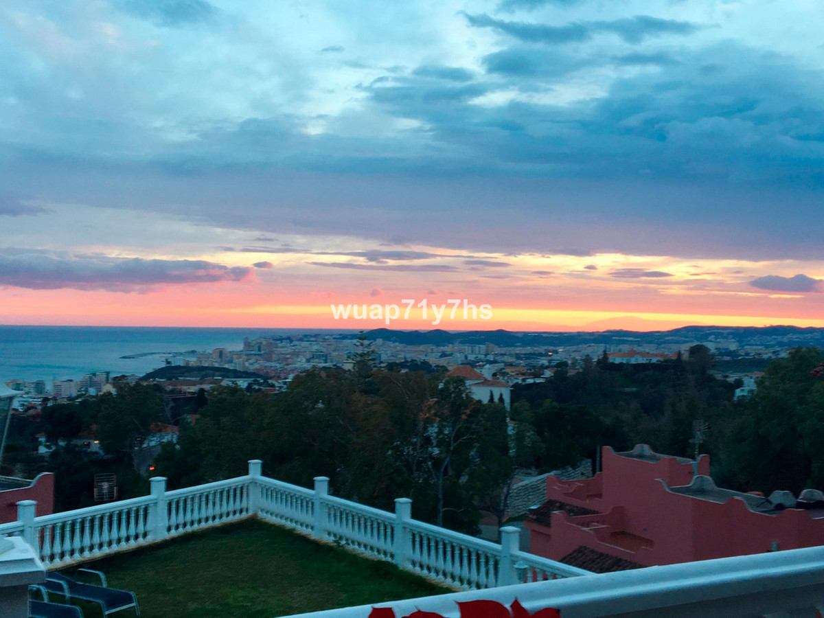 REDUCED PRICE!!! Villa with panoramic views for sale En Fuengirola.  This house is perfect for your ,Spain