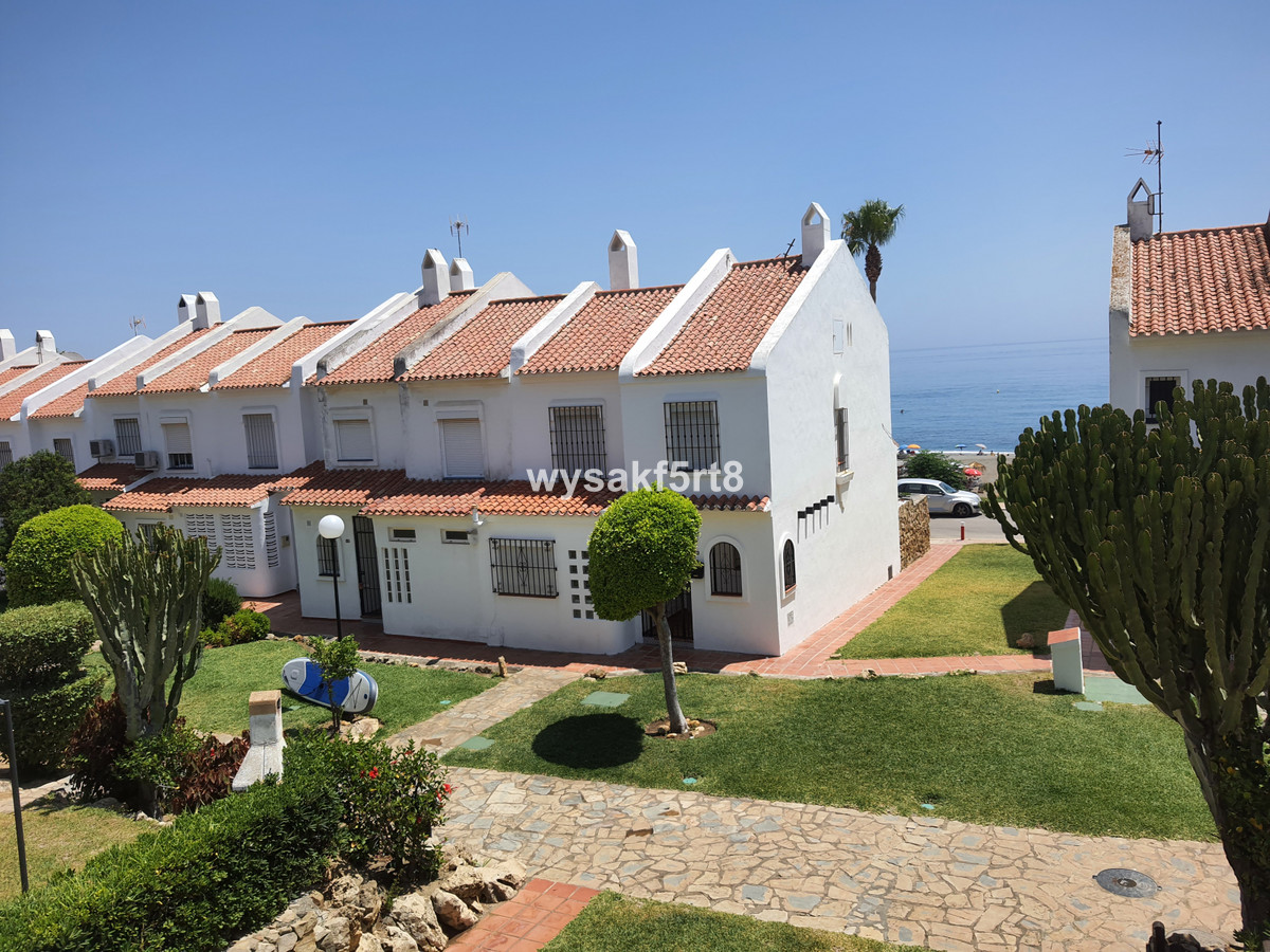 Aldea Beach is an established frontline beach development next to the popular Duquesa Marina in La D,Spain