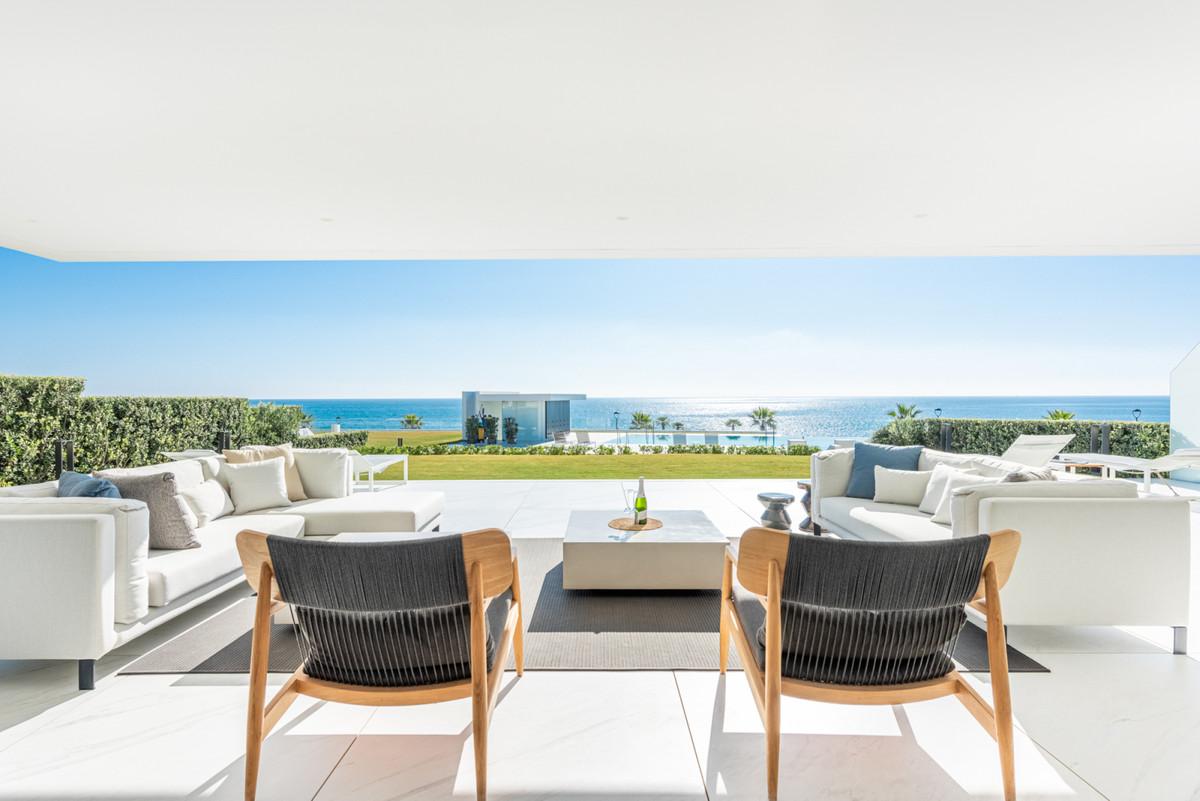Ground Floor Apartment for sale in Estepona R3785998