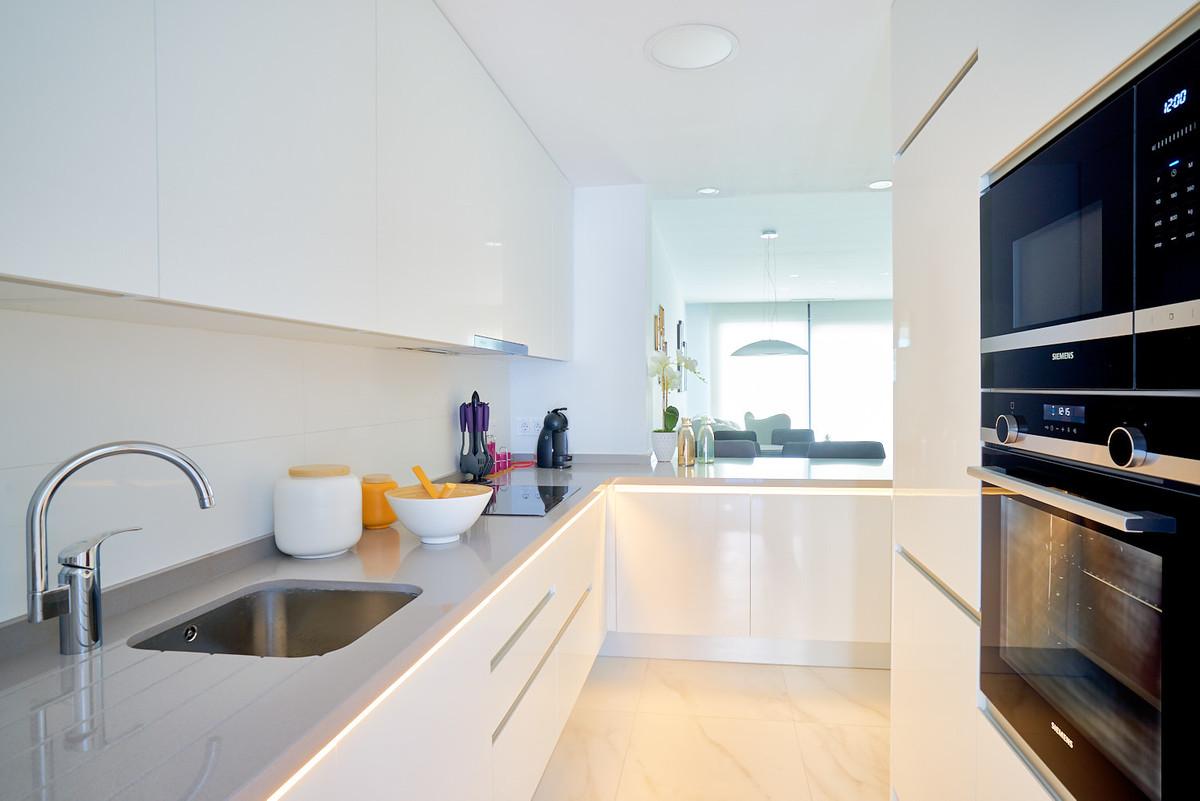 Apartment in Estepona R3468070 13