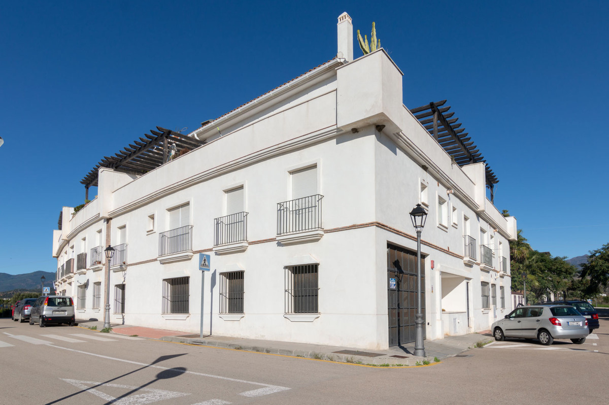 BEAUTIFUL PENTHOUSE IN CANCELADA. ESTEPONA. Garage included. NEGOTIABLE PRICE.  Magnificent house fo,Spain
