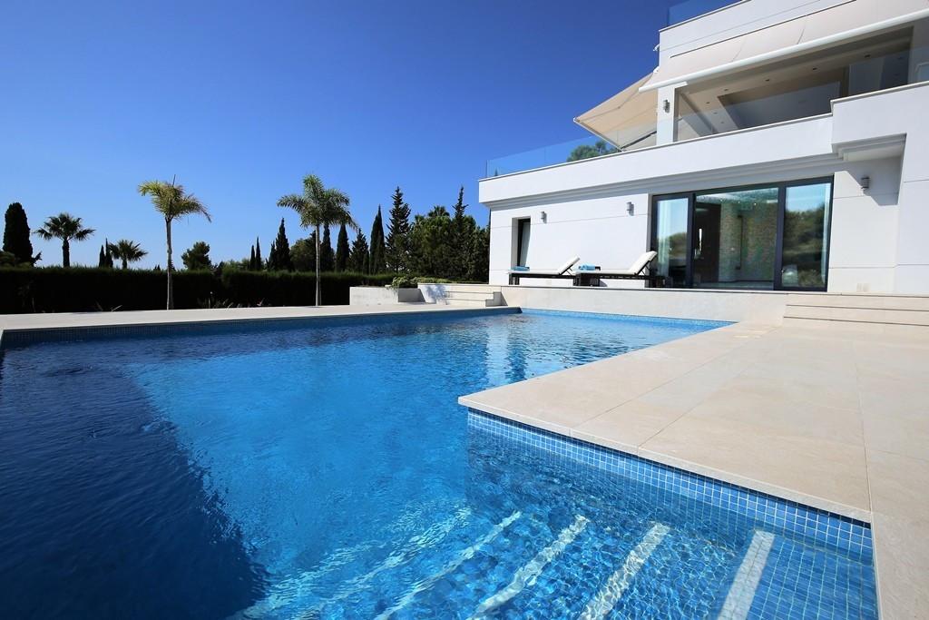 Detached Villa for sale in Sierra Blanca R3703700