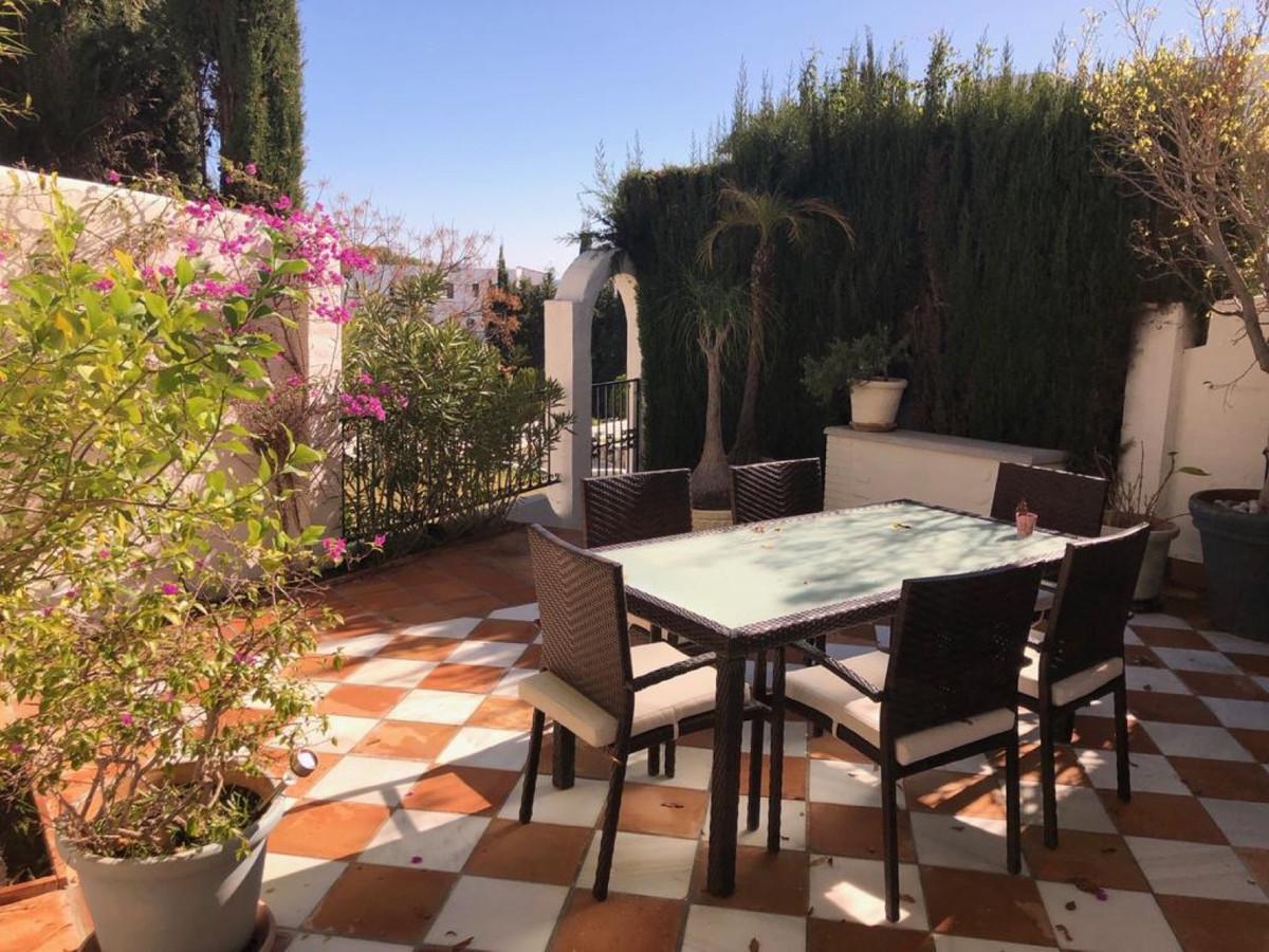 Mianna Properties offers you this beautiful townhouse in the prestigious Las Lomas del Marbella Club,Spain