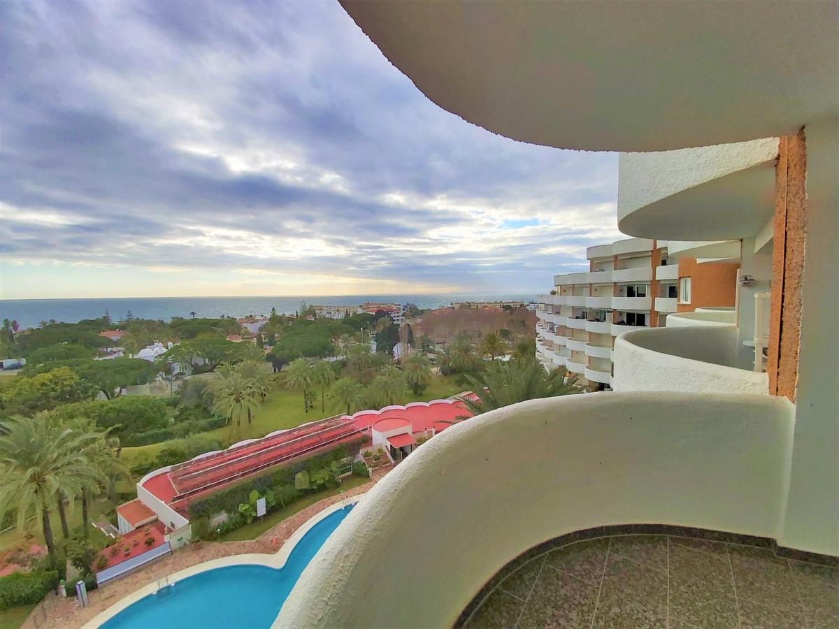 Apartment with 1 bedroom and 1 bath in Coronado building, Marbella East, Marbesa area. Roofed terrac,Spain