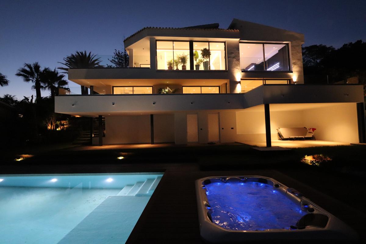 Villa 5 Dormitorios en Venta Marbesa