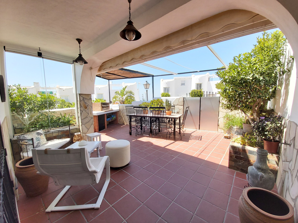 Townhouse with 190m2 built, it has a private garage with 70m², plus 60 m² on 2 terraces and a solari,Spain