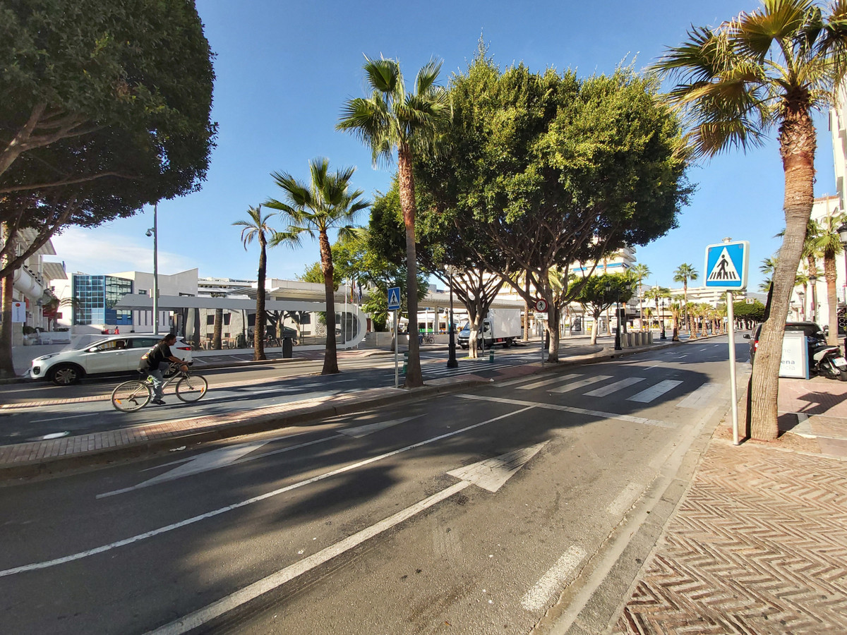 Central apartment in Puerto Banus with 2 bedrooms and 2 bathrooms. The house has 138 m2 distributed ,Spain