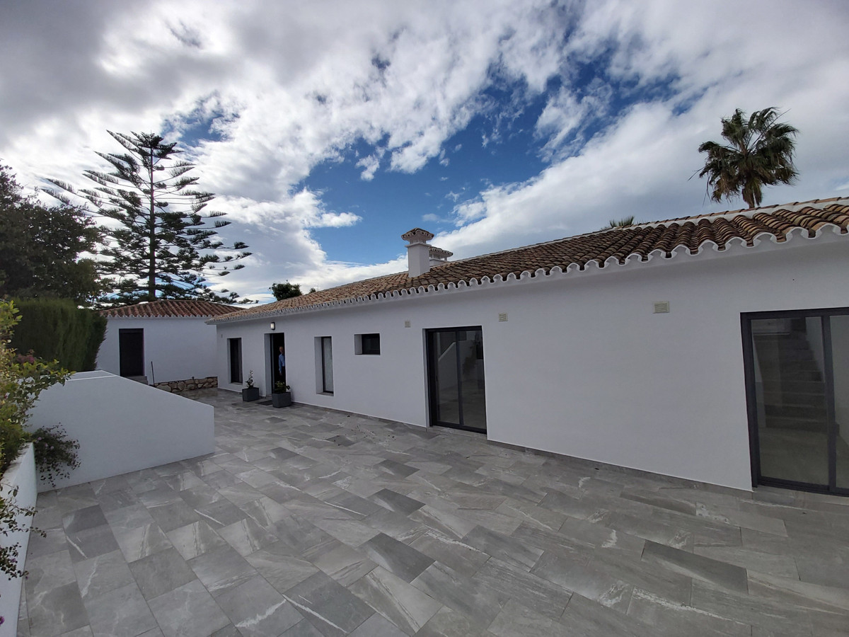 Beautiful villa located in a prestigious location, Cabopino - Artola Alta. Surrounded by beautiful g,Spain