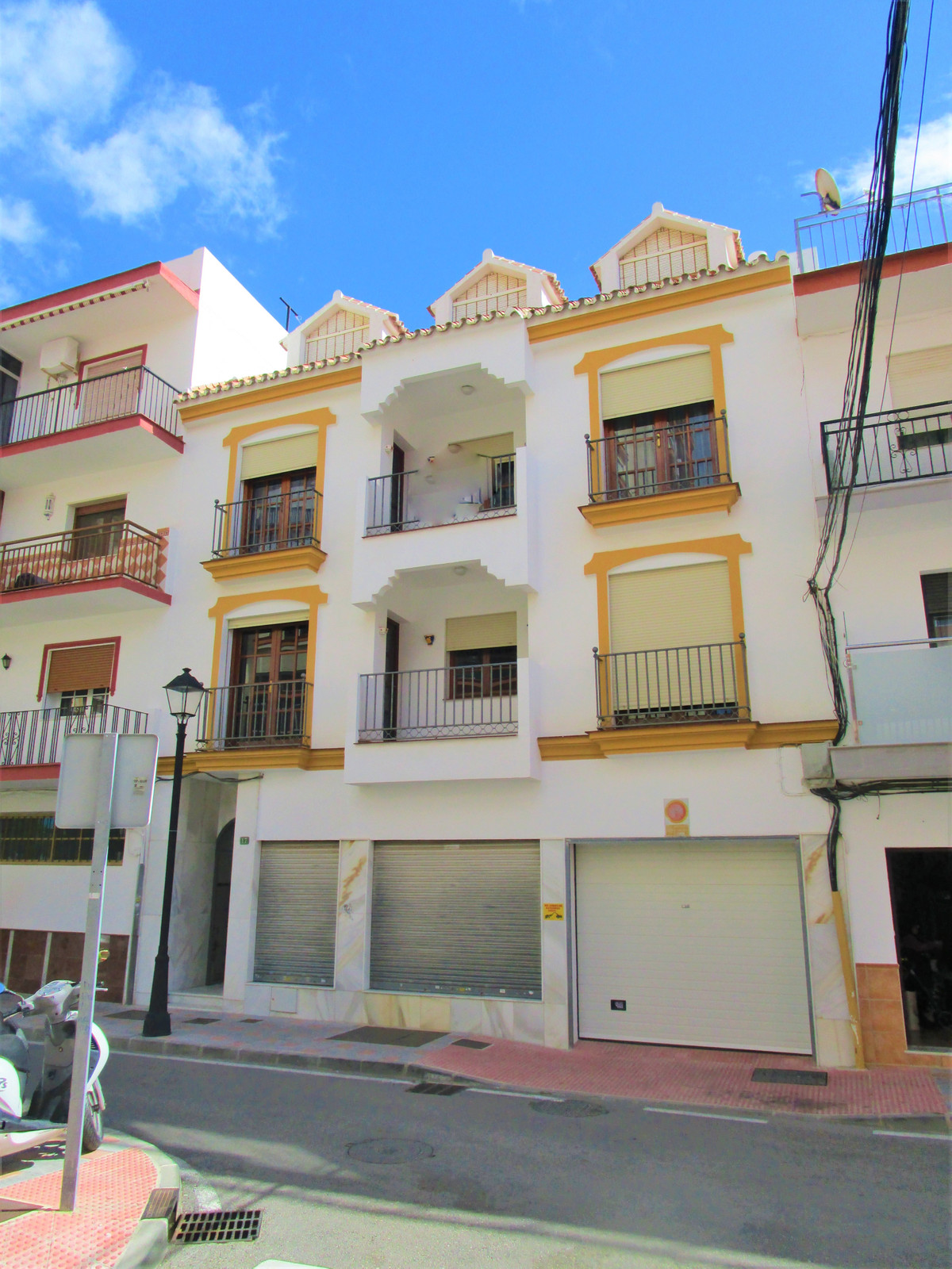 Magnificent building in the center of Fuengirola built on a plot of 160m2 and 520m2 built in total a,Spain