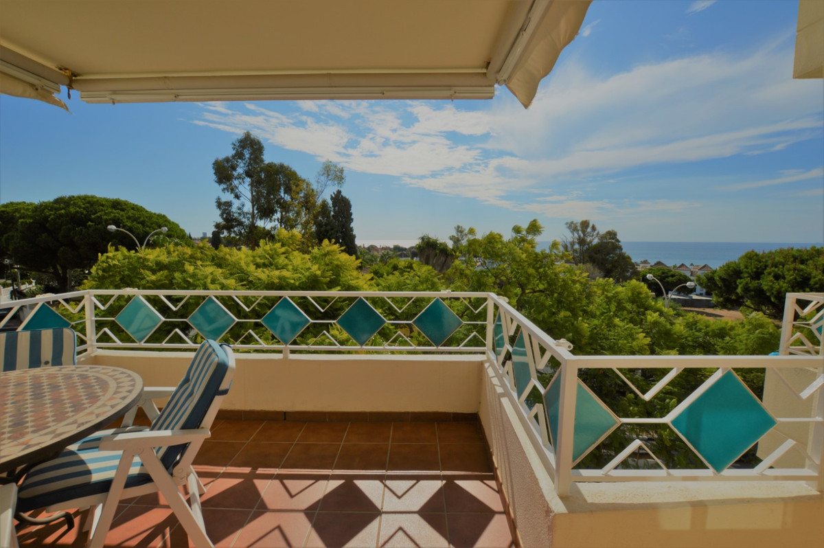 Middle Floor Apartment for sale in Costabella R3731185