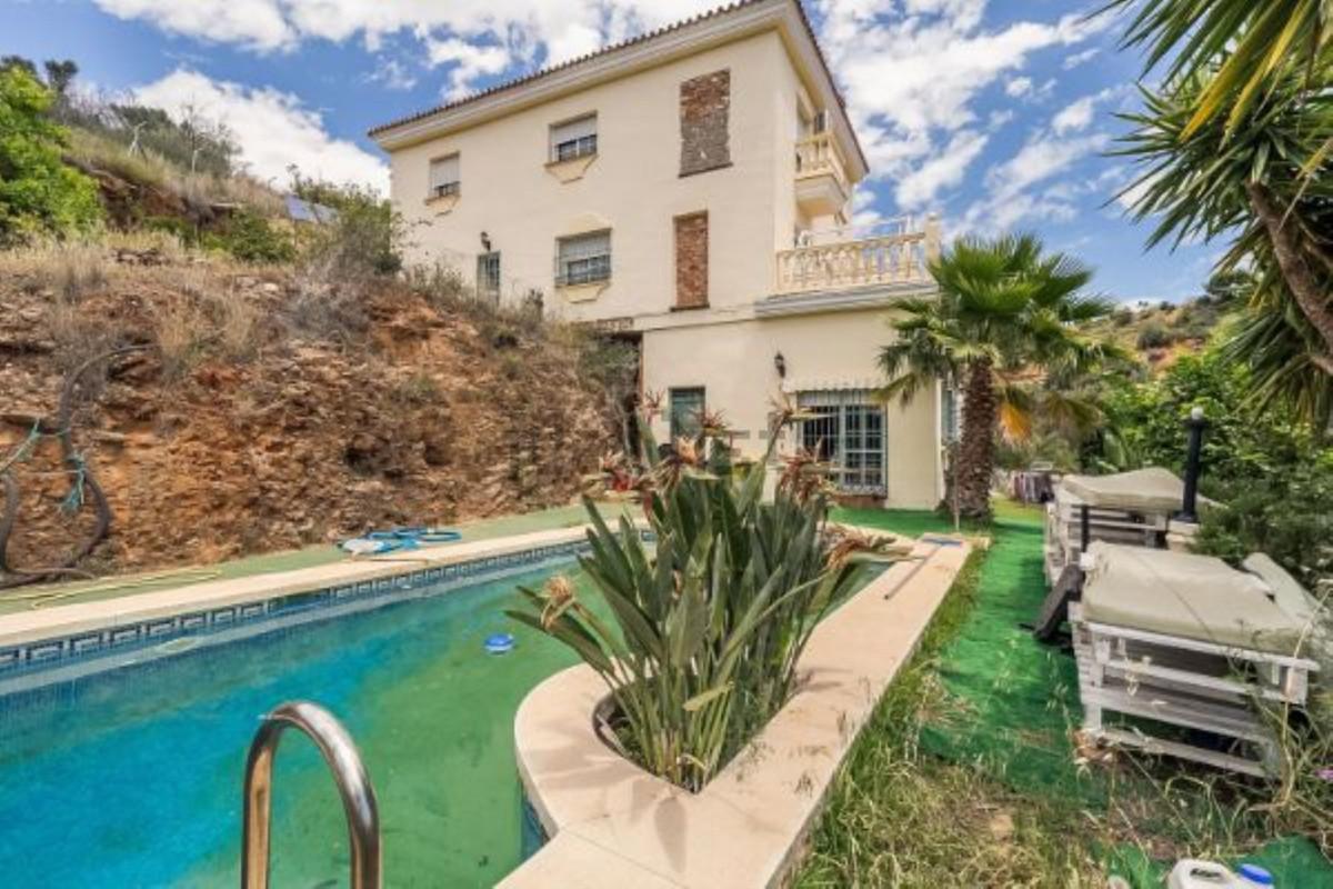 Villa 5 Dormitorios en Venta Mijas