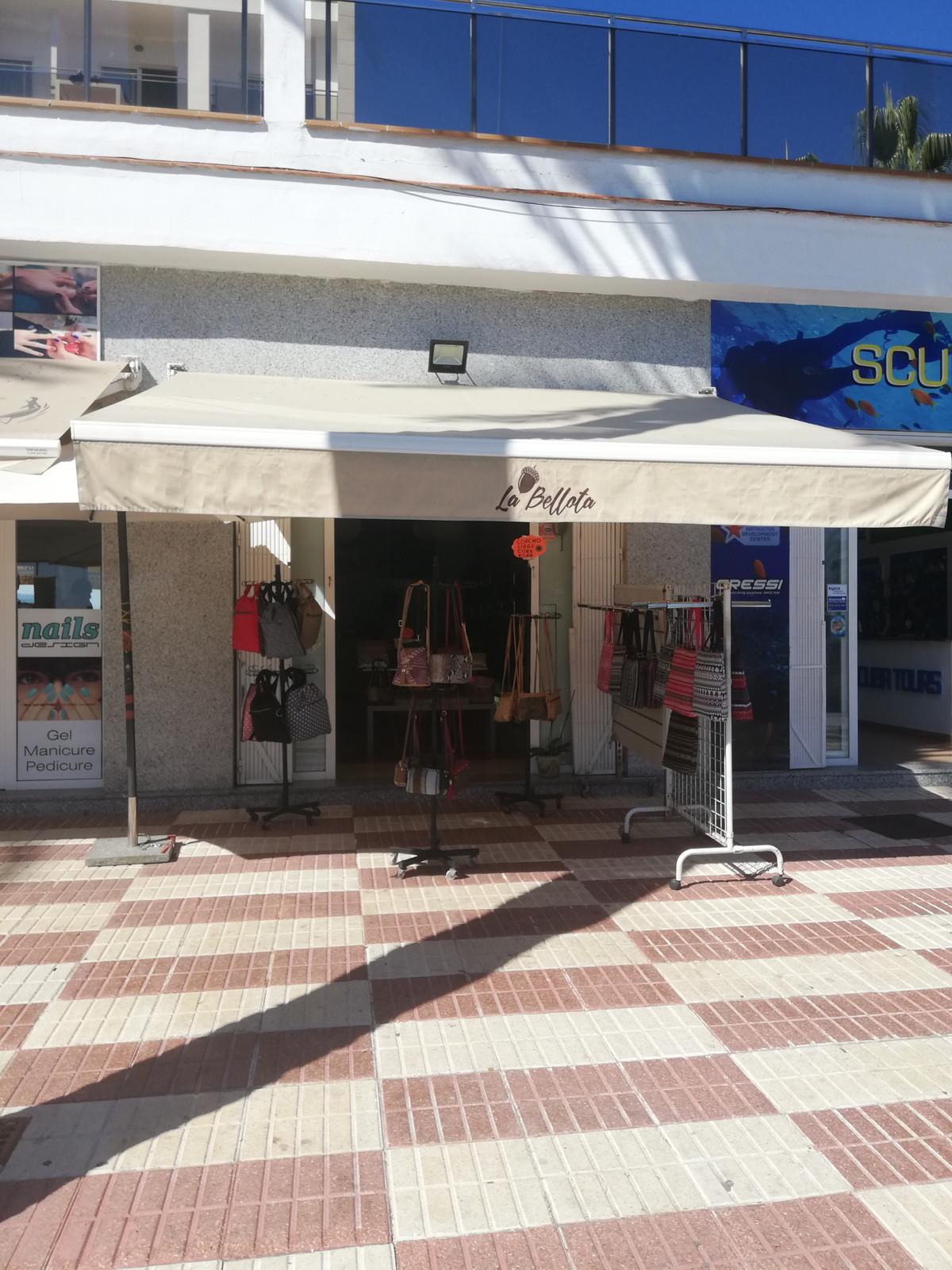 Tienda a la venta en Benalmadena Costa