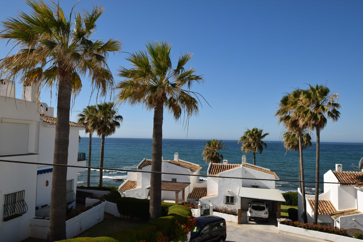 An immaculately presented one bedroom townhouse located on the beach side with direct access to the ,Spain