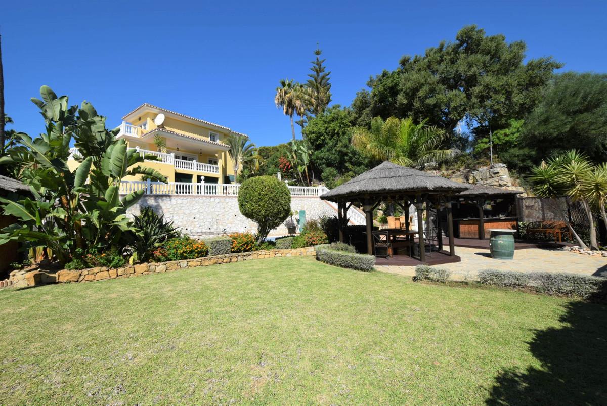 Villa, Detached  for sale    in Hacienda Las Chapas