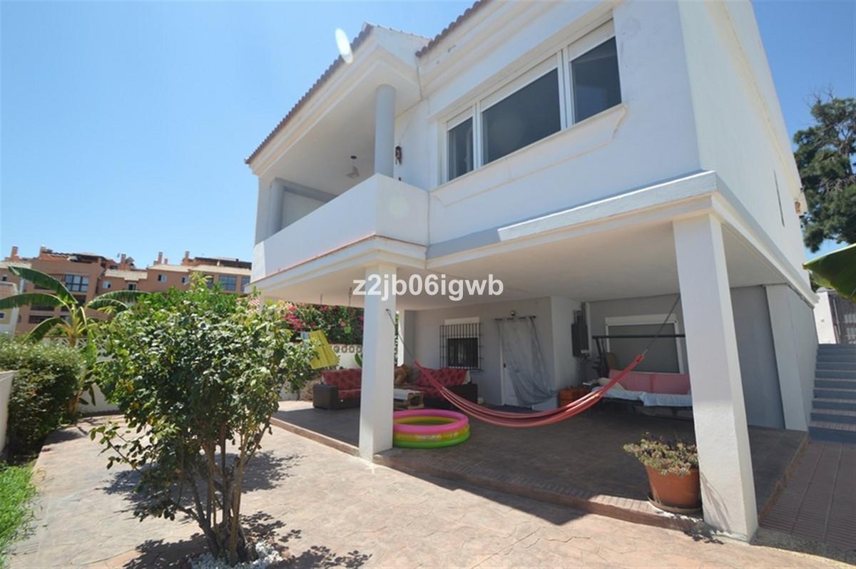 WONDERFUL REFURBISHED PRIVATE VILLA in sought after area of El Pinillo (Torremolinos) with 3 bedroom,Spain