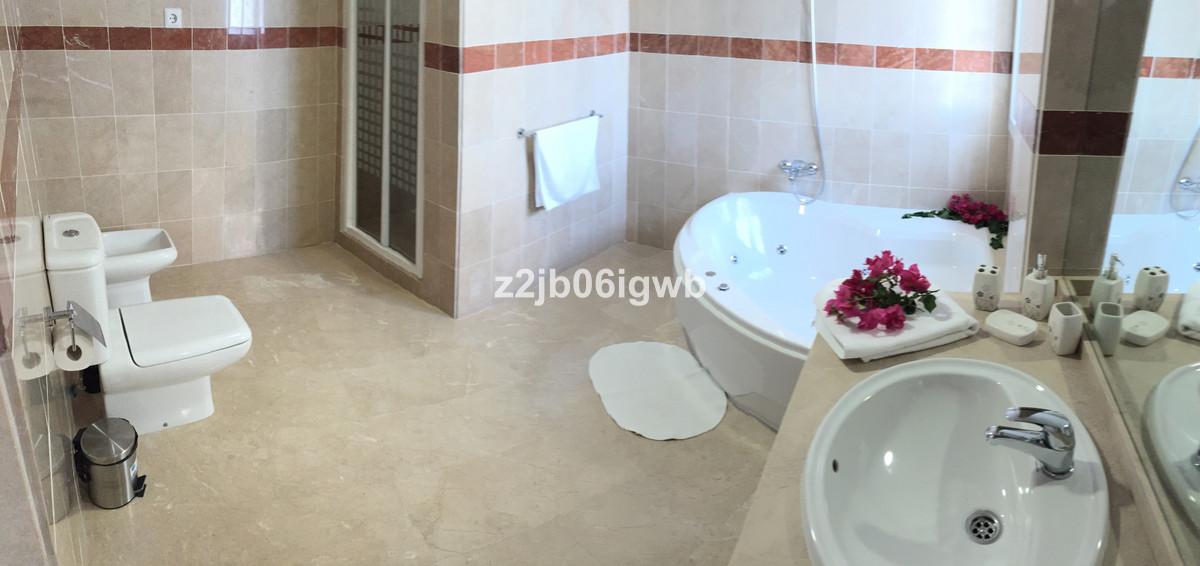 Apartment in Alhaurín de la Torre R3378196 16