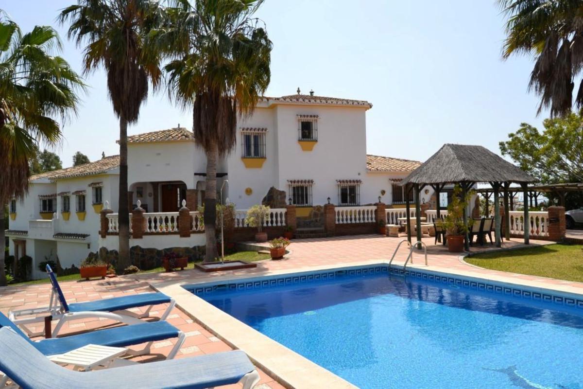 Beautiful andalusien style villa…. Beautiful andalusien style villa for sale.. This villa is new to ,Spain