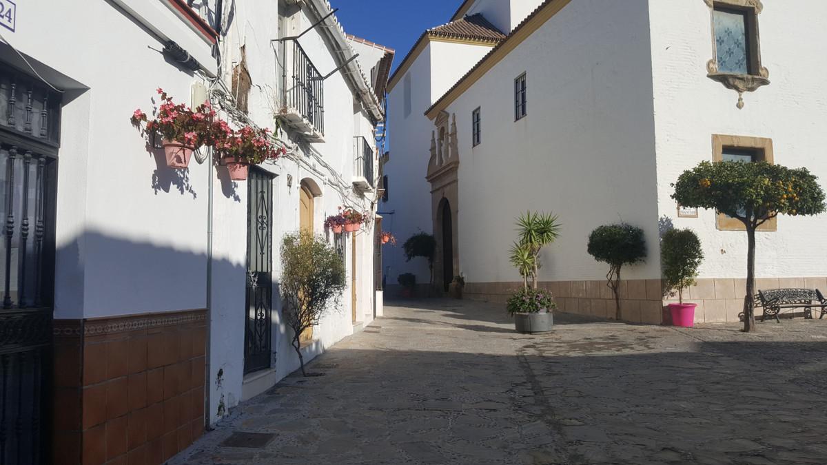 Unifamiliar Adosada 8 Dormitorio(s) en Venta Estepona