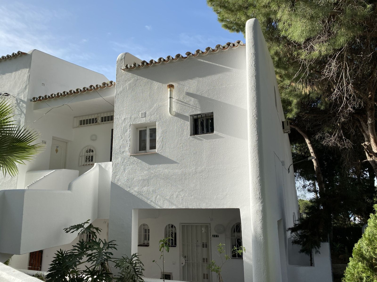 Cosy one-bedroom loft-style apartment with sea views at a bargain price! This property would be a gr,Spain