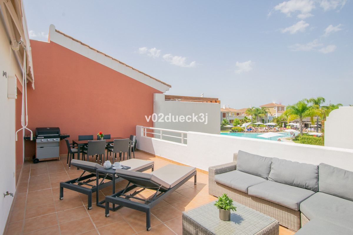 A modern and stylish corner-apartment with two bedrooms and a lovely south-west facing terrace. Loca,Spain