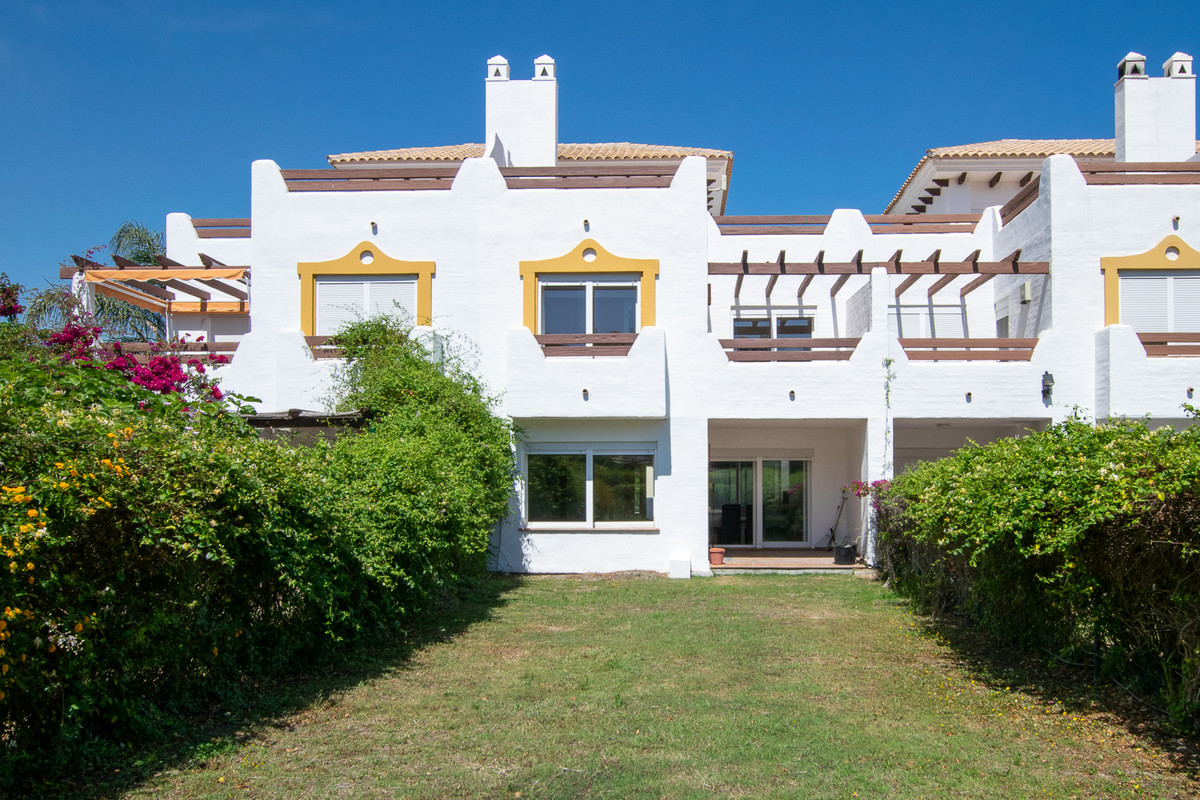 With a family-friendly location in fast-growing Estepona East, you will find this townhouse with thr,Spain