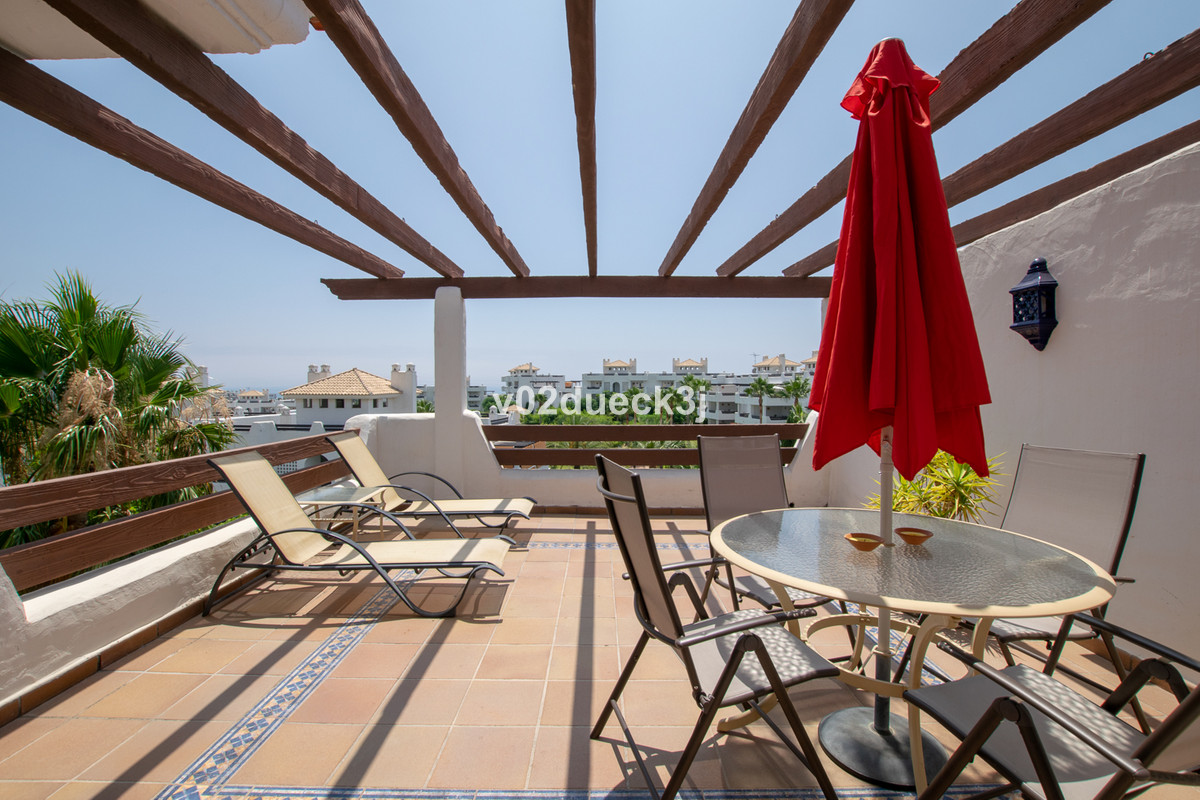 Penthouse at a bargain price with two bedrooms and three terraces, located in a cozy community with ,Spain