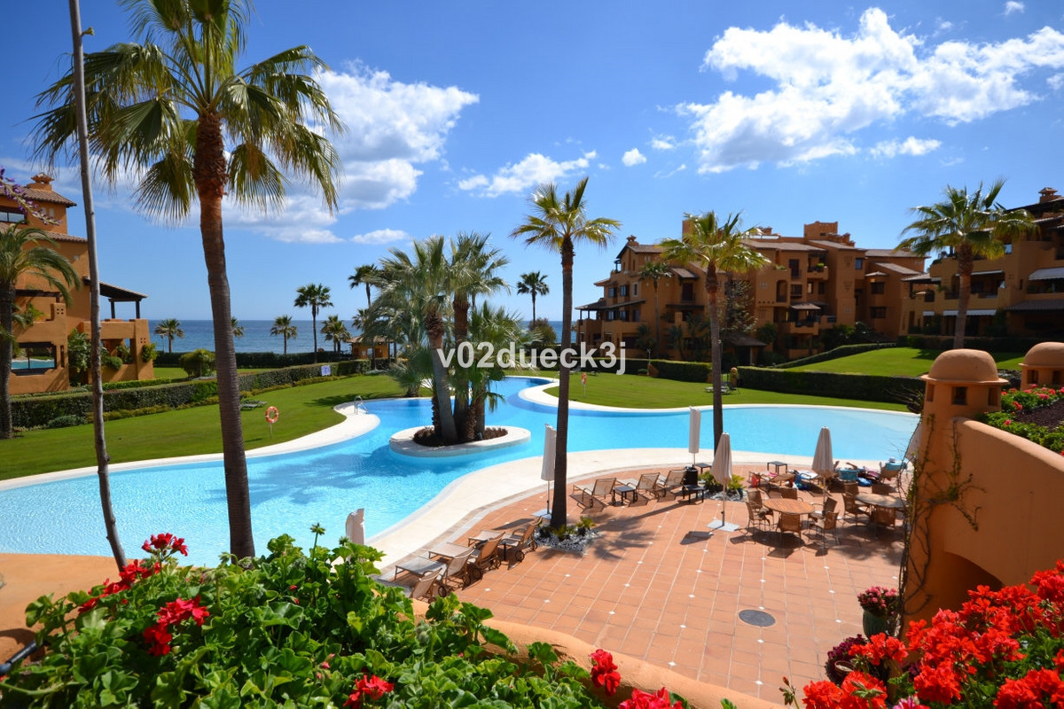 Big apartment with three bedrooms in a prestigious beachcomplex close to Estepona and with its own d,Spain