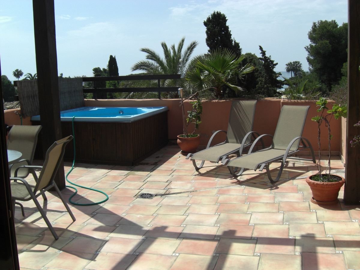 Penthouse duplex apartment, beach side, sunny south facing terraces to enjoy the sun from morning to,Spain